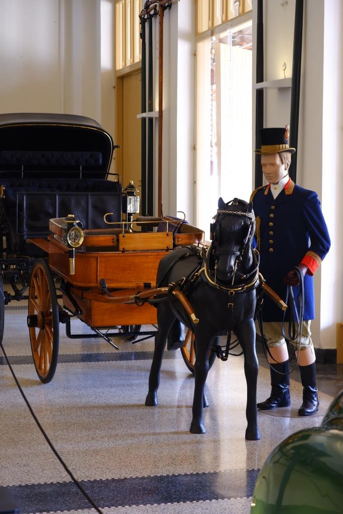koninklijk paleis Apeldoorn  Het Loo ponyrijtuig