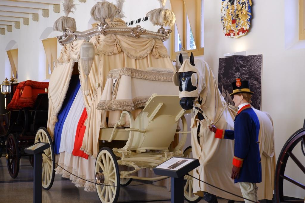 koninklijk paleis Apeldoorn  Het Loo witte lijkkoets