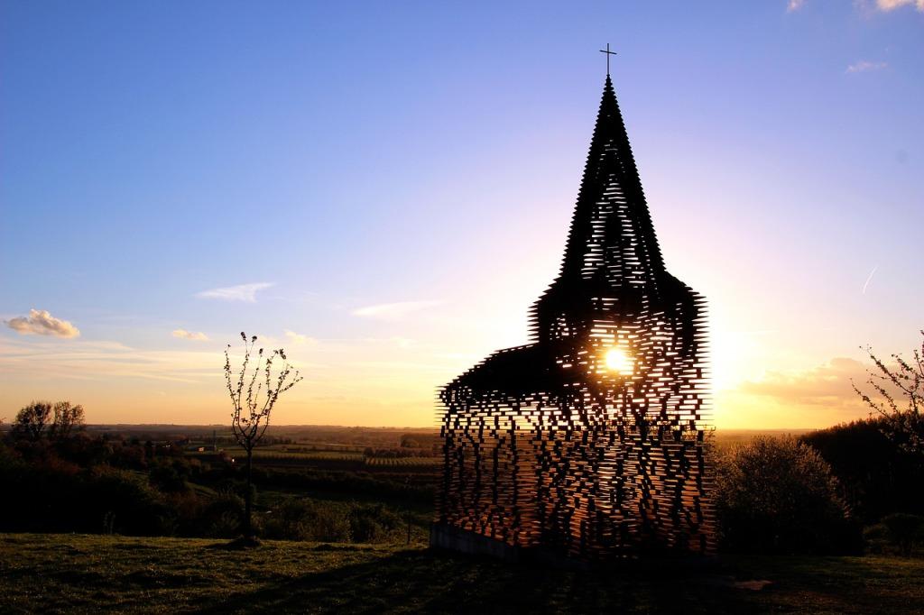 provincie Limburg wandelen fietsen paardrijden mennen ontdekken doorzichtig kerkje
