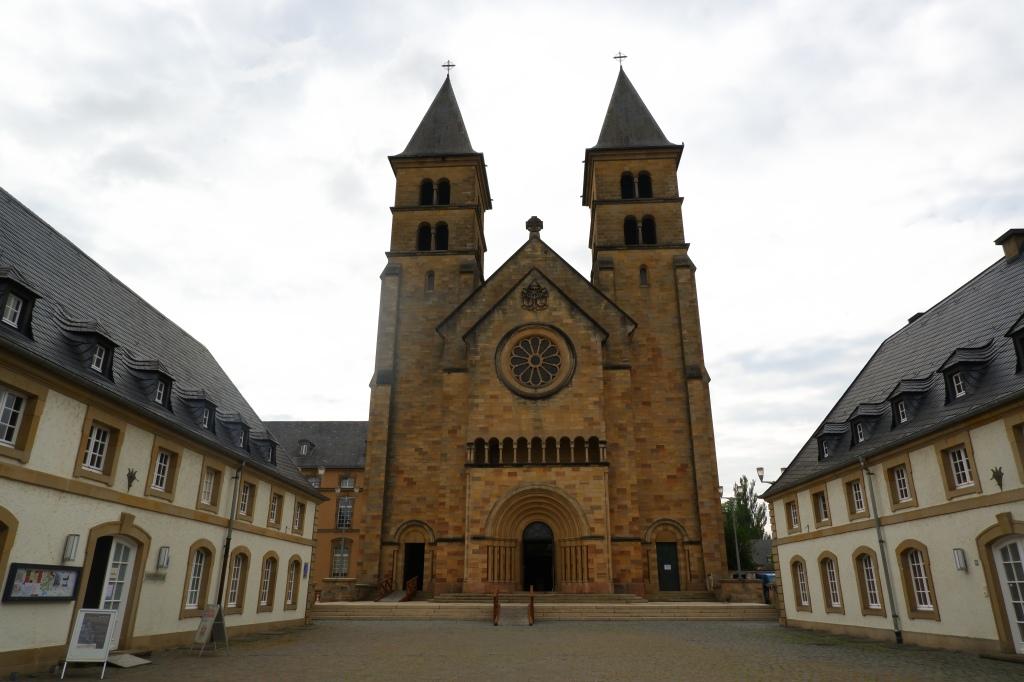 reisidee reistips daguitstap Echternach stadswandeling Luxemburg mullerthal Trail abdij kathedraal tourist infocenter