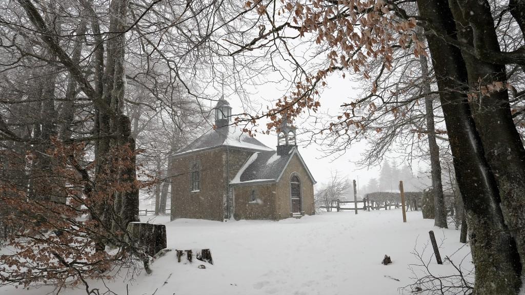 Fischbachkapel Baraque Michel hohes venn Malmedy wandelroutes skiën langlaufen sneeuw