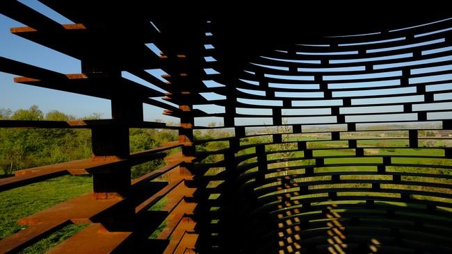 Borgloon haspengouw Doorkijkkerkje reading between the lines Limbug kunstwerk  staal Vaerenbergh Belgium Benelux