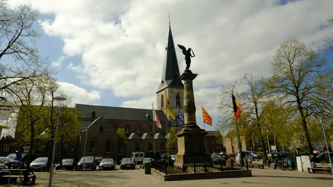 Borgloon Sint Odulfuskerk grote markt Haspengouw wandelroutes België Limburg Belgium travel